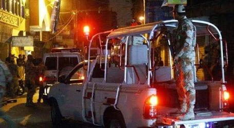 کراچی میں رینجرز نے کارروائی کرتے ہوئے 20  خطرناک ملزمان کو گرفتار کر لیا