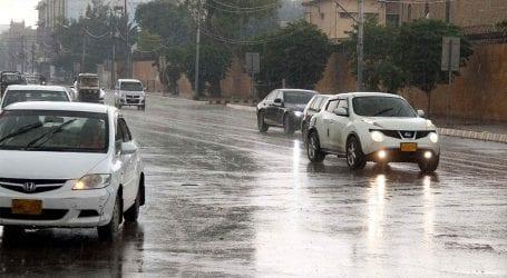 کراچی کے مختلف علاقوں میں صبح سے بارش جاری، موسم خوشگوار ہوگیا