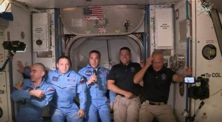 ناسا کے خلا باز اسپیس اسٹیشن پر پہنچ گئے، خلائی تحقیق کا نیا سنگِ میل عبور
