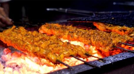 کراچی کے علاقے کیماڑی میں شوق سے کھائی جانے والی 3 منفرد سمندری غذائیں