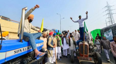 بھارت میں کسانوں اور حکومت کا ڈیڈ لاک برقرار، ٹریکٹر مارچ دہلی کی جانب روانہ