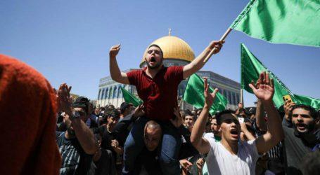 یروشلم میں اسرائیلی پولیس کا مسجدِ اقصیٰ پر حملہ، درجنوں مظلوم فلسطینی زخمی