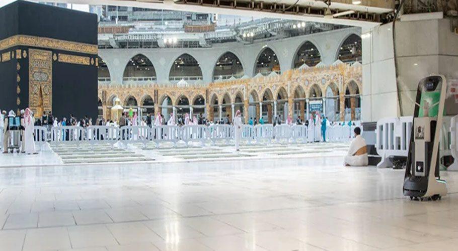 مسجد الحرام میں مزید 10 روبوٹس کی خدمات حاصل کرلی گئیں