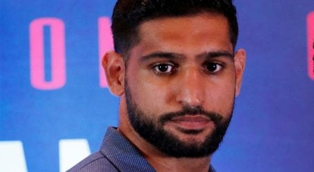 Boxer Amir Khan visits LoC for solidarity with IOK