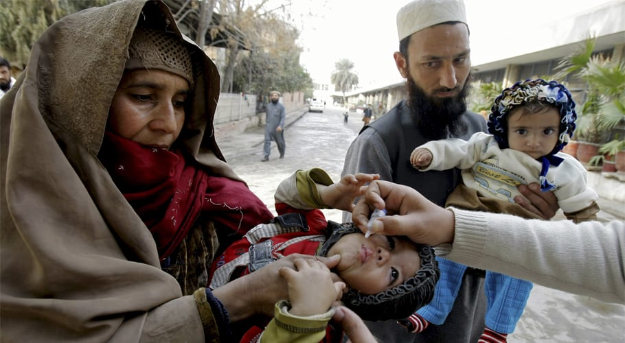 PM Khan directs KPK CM to lead anti-polio campaigns