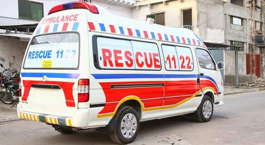 Truck, van crash injured five amidst Azadi March