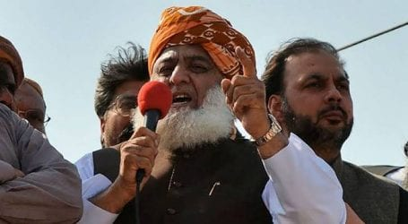 JUI-F chief announces to call off Islamabad sit-in