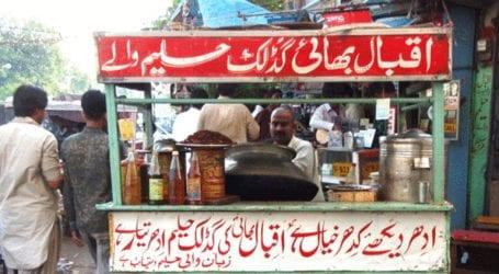 Commissioner Karachi denies impression of removing push carts