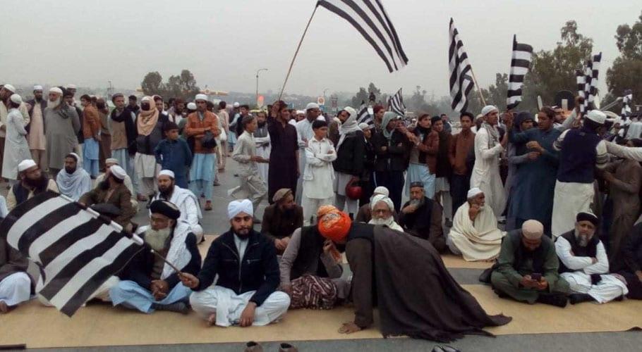 Plan-B continues blocking major roads of Hub road near Karachi