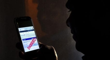 Pakistan to consider banning social sites in govt offices