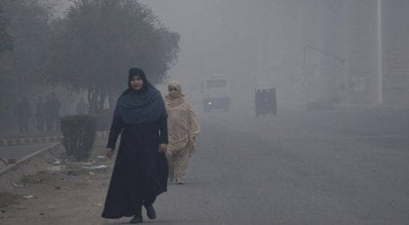 Smog once again affects Lahore as AQI reaches 371