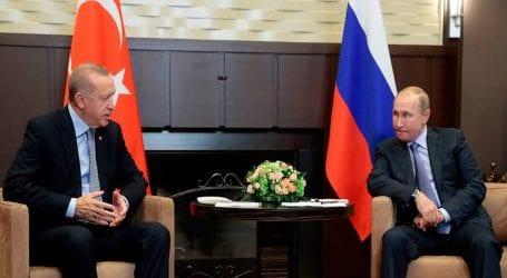 Despite US threats Turkey tests Russian missile defences