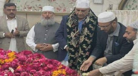 COAS Gen Bajwa visits Data Darbar in Lahore