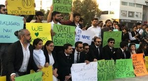 Lawyers protest in Karachi against PIC attack