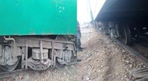 Allama Iqbal Express's two bogies derail near Kotri