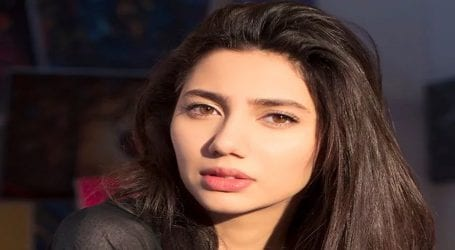Mahira Khan's beauty wins hearts on social media
