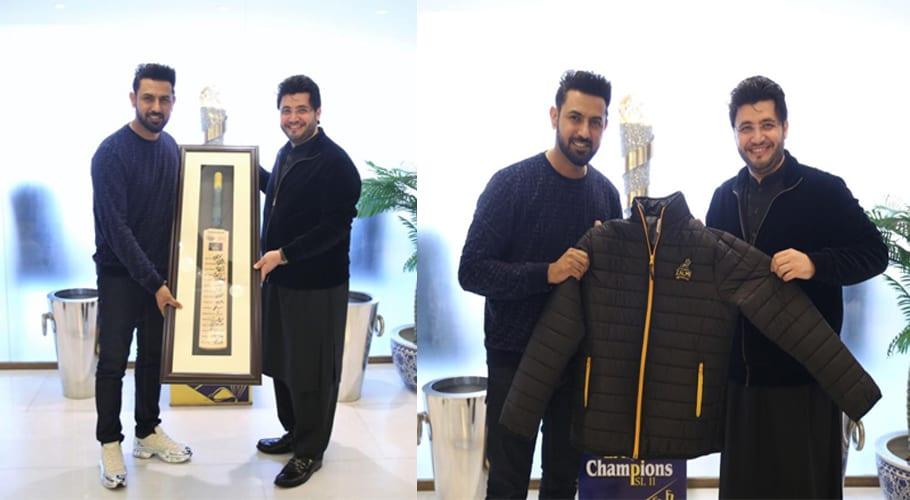 Javed Afridi meets Gippy Grewal, presents various gifts