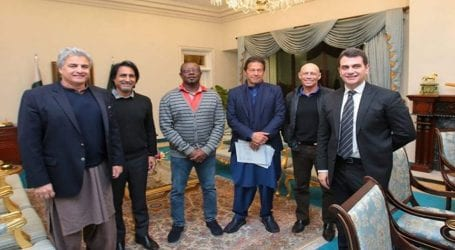 PM Imran meets former cricketers in Islamabad