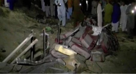 At least 20 killed as train collides with bus in Sukkur
