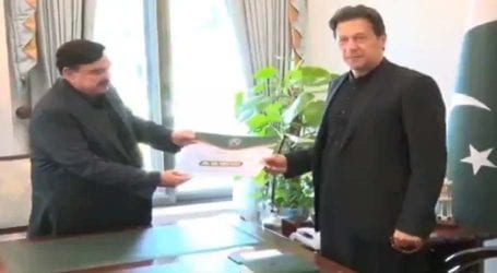 Pak Railways employees donate one-day salary to PM's Corona Relief Fund