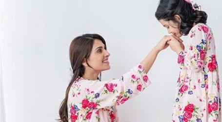 Mother's Day: Ayeza Khan extends love, wishes to all mothers