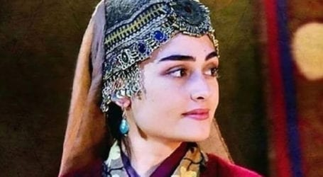 Turkish actress Esra Bilgic shares essential message in Urdu