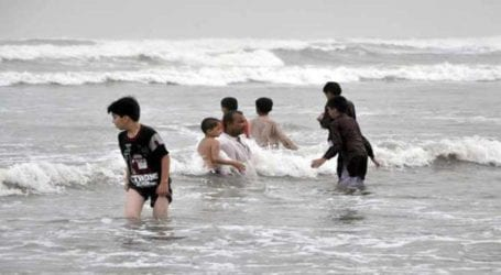 Sindh imposes ban on swimming, bathing in sea on Eid