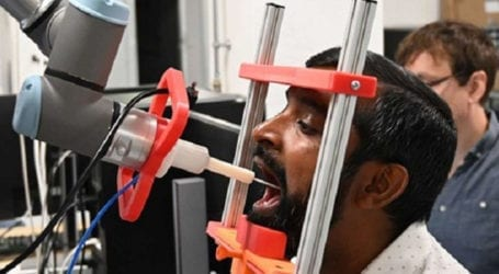 Scientists develop robot conducting COVID-19 tests
