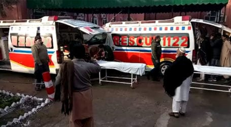 One killed as truck overturns near Khanewal