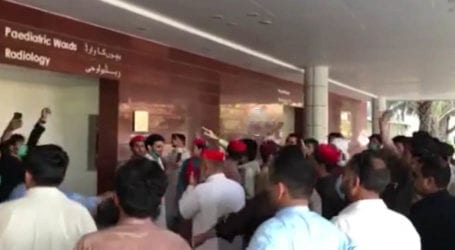 Protesters demands release of ANP leader from COVID-19 isolation ward in Karachi