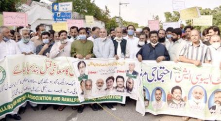 Restaurants closure brings owners to street in Islamabad