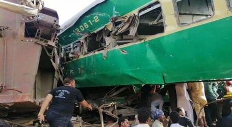 19 Sikh pilgrims dead as train strikes van near Sheikhupura