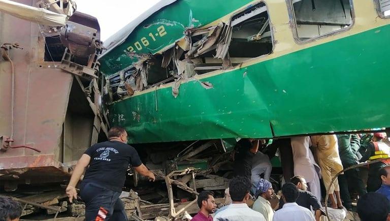 16 dead as train strikes wagon near Sheikhupura