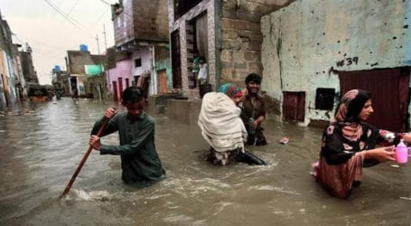 Three dead, four injured as rains lash Karachi for second day