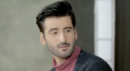 Agha Ali apologizes for mocking Pashto language