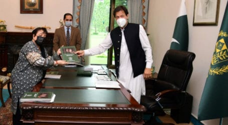 Shireen Mazari hands over report on women prisoners to PM Imran