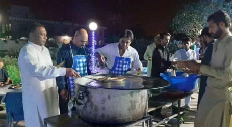 Citizens provide free meals to needy people in Islamabad
