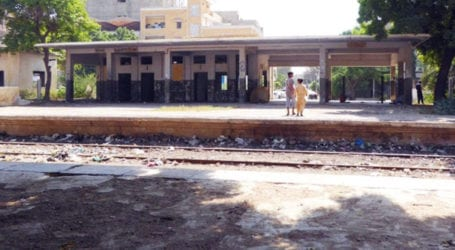 Railway administration fails to clear KCR tracks