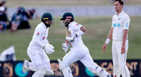 Pakistan lose three wickets in chase of 373 runs