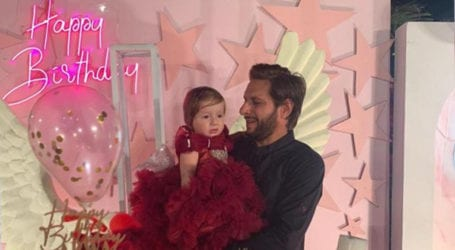 Shahid Afridi wishes youngest daughter as she turns one