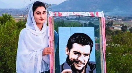 Pakistani girl creates unique portrait on flour strainers