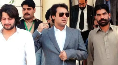Senate polls: Video of Ali Haider Musa Gillani allegedly buying votes comes to light