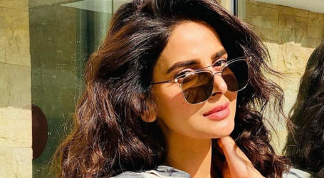 Saba Qamar jams to vintage Bollywood song