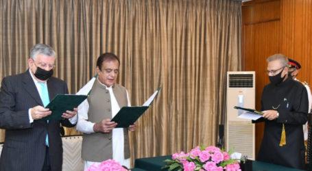 Shaukat Tareen, Shibli Faraz sworn in as federal ministers