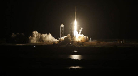 SpaceX rocket launches 4 astronauts on NASA mission to space station