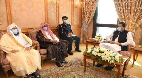 PM Imran Khan Invites Imam-e-Kaaba to visit Pakistan
