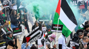 Pro-Palestinian demonstrators attend a protest following a flare-up of Israeli-Palestinian violence, in London. Source: Reuters.