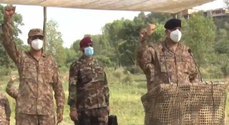 COAS Bajwa attends corps-level wargames in Kotli, Sialkot