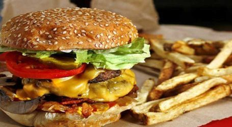 Lahore police detain 19 employees after being denied 'free burgers'
