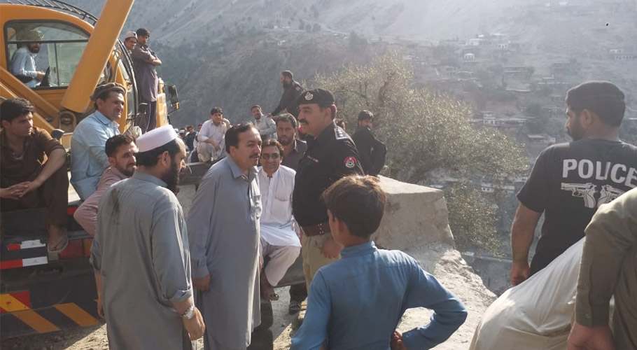 A car heading to Dasu in Upper Kohistan exploded, killing two Frontier Constabulary (FC) personnel and four Chinese nationals and injuring 33 others.
